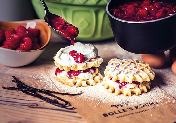 WAFFLE STATION – HOT WAFFLES WITH VANILLA FOAM AND HOT CHERRIES